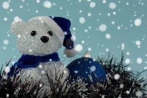 8179878-christmas-teddy-bear-and-bauble-under-the-snow