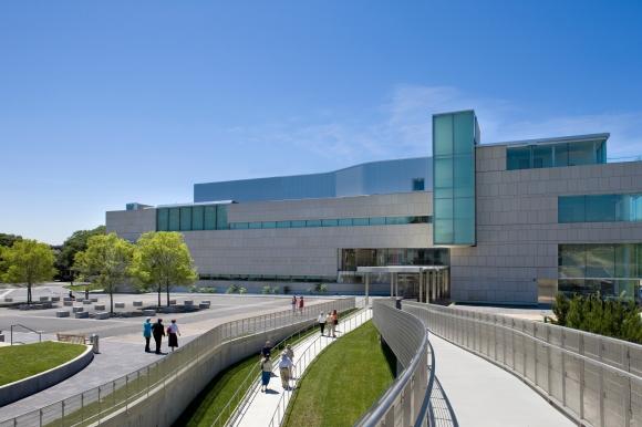 Virginia-Museum-of-Fine-Arts_Grounds-c-Bilyana-Dimitrova