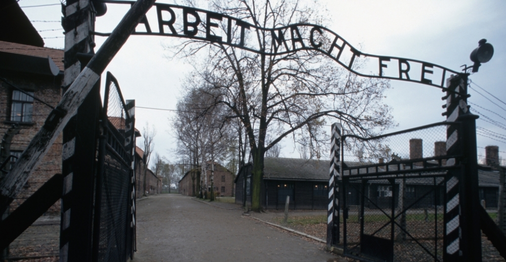 auschwitz-gates-p